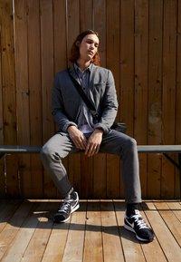 Nike Sportswear - CHALLENGER OG UNISEX - Sneakers - black/white - 0