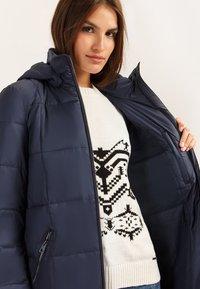 Finn Flare - MIT MODISCHER BRUSTTASCHE - Winter coat - cosmic blue - 4