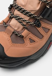 Salomon - QUEST 4 GTX - Hiking shoes - sirocco/mocha mousse/almond cream - 5