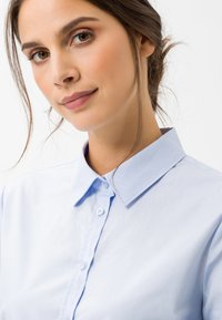 BRAX - STYLE VICTORIA - Button-down blouse - pale blue - 4