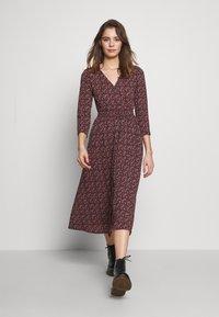 ONLY - ONLPELLA DRESS - Denní šaty - black/route ditsy - 1
