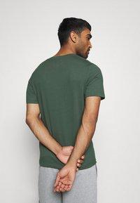 Nike Performance - DRY TEE CREW SOLID - T-shirts - galactic jade - 2