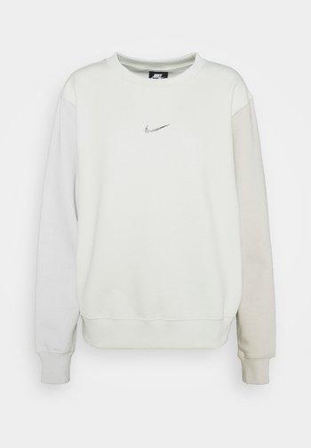 Sweatshirt - spruce aura
