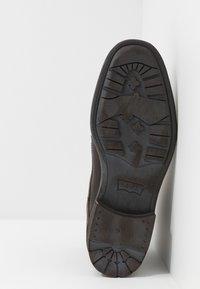 Levi's® - FOWLER - Botki sznurowane - dark brown - 4