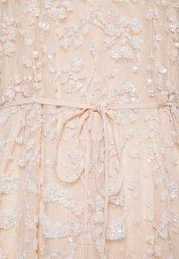 Needle & Thread - CELIA LONG SLEEVE MINI DRESS - Koktejlové šaty/ šaty na párty - strawberry icing - 2