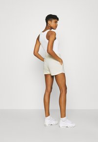 Nike Sportswear - Shorts - coconut milk/black - 2