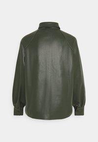 Missguided Petite - RAGLAN SLEEVE - Overhemdblouse - khaki - 1