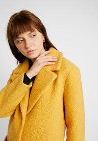 TWINTIP - Short coat - mustard - 3