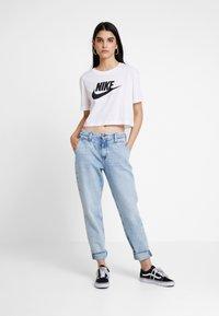 Nike Sportswear - TEE - Triko spotiskem - white/black - 1