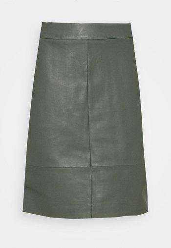 CHARGZ SKIRT - Leather skirt - tapenade