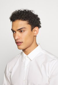 HUGO - ELISHA - Formal shirt - natural - 3