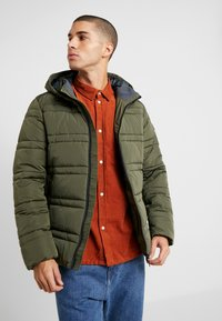 Scotch & Soda - CLASSIC HOODED PRIMALOFT JACKET - Vinterjacka - army - 0