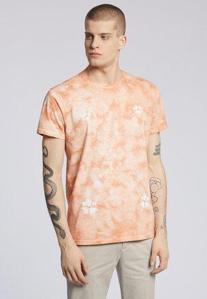 GOSTA - T-shirt z nadrukiem - light orange