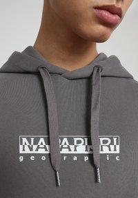 Napapijri - B-BOX HOODIE - Hoodie - grey gargoyle - 4