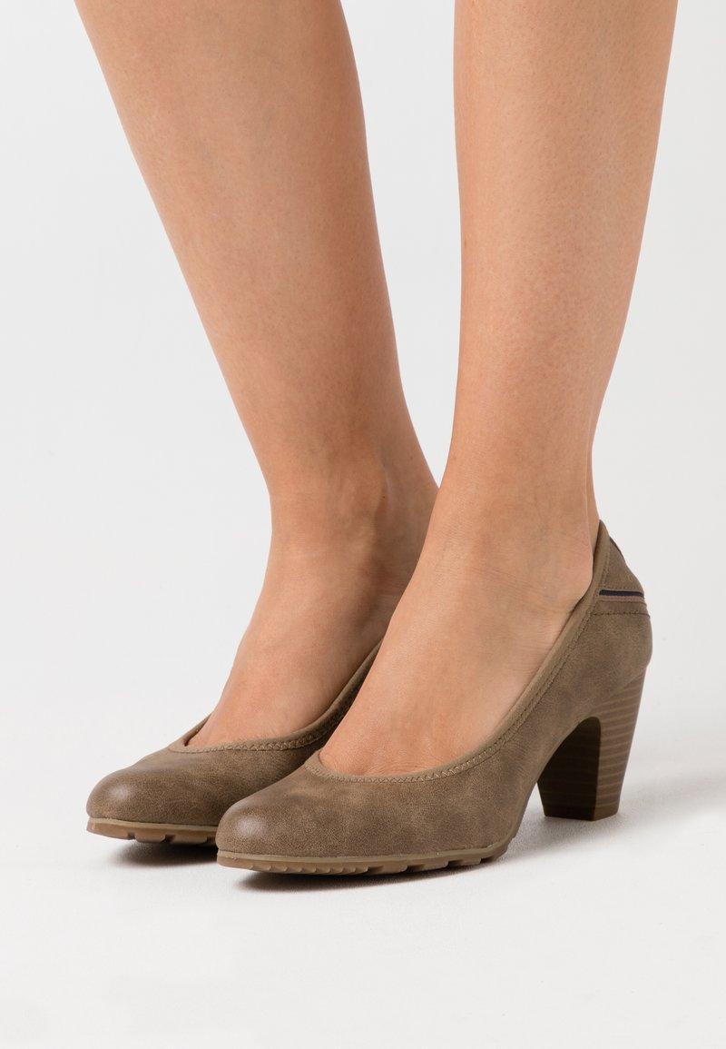 s.Oliver - COURT SHOE - Classic heels - pepper
