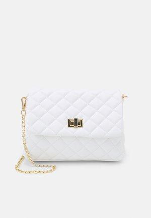 VMMADDIE CROSS OVER BAG - Across body bag - snow white