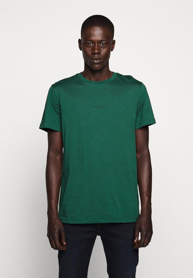 Bruuns Bazaar - GUSTAV BUSTER TEE - Basic T-shirt - dark green