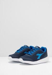 Diadora - ROBIN - Neutral running shoes - classic navy/royal - 3