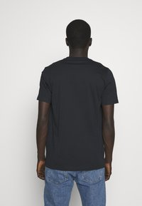 PS Paul Smith - MENS REG FIT CUBES - Print T-shirt - navy - 2