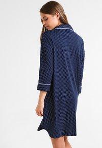 Lauren Ralph Lauren - HERITAGE 3/4 SLEEVE CLASSIC NOTCH COLLAR SLEEPSHIRT - Nattskjorte - dot navy/white - 2