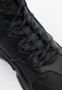Iceberg - CITY RUN - High-top trainers - midi black - 5