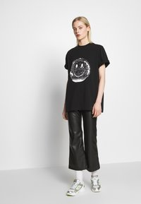 House of Holland - SMILE OVERSIZED - Print T-shirt - black - 1