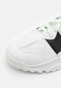F_WD - XP2_JUNK X - Zapatillas altas - white - 5