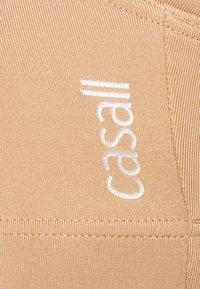 Casall - ICONIC SPORTS BRA - Medium support sports bra - clean beige - 5