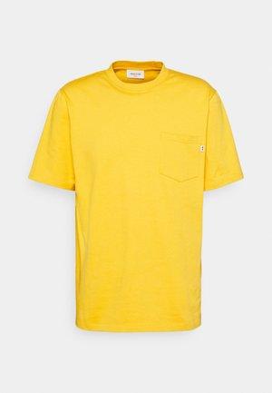 BOBBY POCKET  - Jednoduché triko - orange