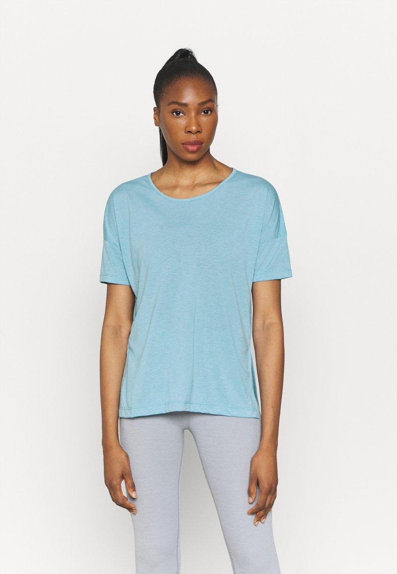 Nike Performance - LAYER - T-shirt basique - cerulean heather/glacier blue/light armory blue
