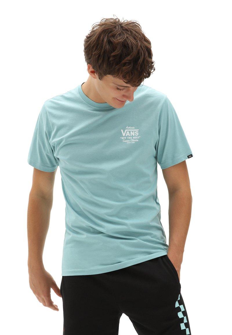 Vans - MN HOLDER STREET II - Print T-shirt - cameo blue