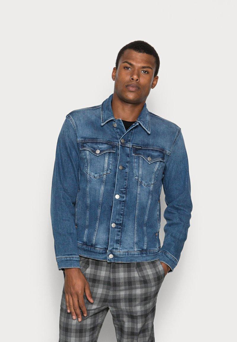 Calvin Klein Jeans - FOUNDATION SLIM JACKET - Veste en jean - mid blue