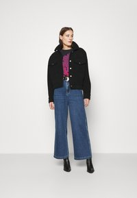 Wrangler - WORLD WIDE - Relaxed fit jeans - ranch blue - 1