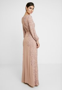 Maya Deluxe - FLORAL EMBELLISHED MAXI DRESS WITH BISHOP SLEEVES - Galajurk - pale mauve - 0