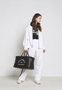 KARL LAGERFELD - PIXEL CHOUPETTE - T-shirt con stampa - black - 1