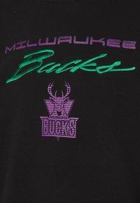 Mitchell & Ness - NBA MILWAUKEE BUCKS FLAMES RACING CREWNECK - Sweatshirt - black - 4