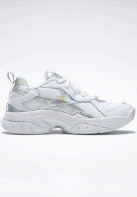 Reebok - AXT TRAINER CORE TRAINING - Zapatillas para caminar - white - 8