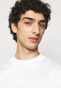 J.LINDEBERG - ACE MOCK NECK - Basic T-shirt - white - 3