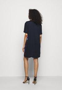 PS Paul Smith - WOMENS PRINTED DRESS - Obleka iz džersija - dark blue - 2