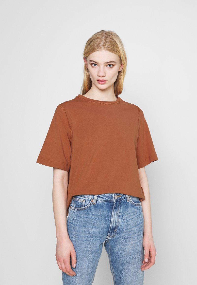 Weekday - TRISH - Basic T-shirt - brown