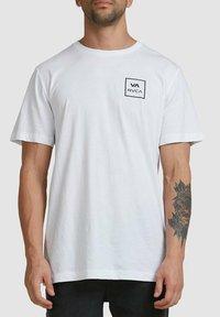 RVCA - ALL THE WAYS - Print T-shirt - white - 3