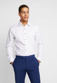 OLYMP No. Six - OLYMP NO.6 SUPER SLIM FIT  - Formal shirt - weiß - 0