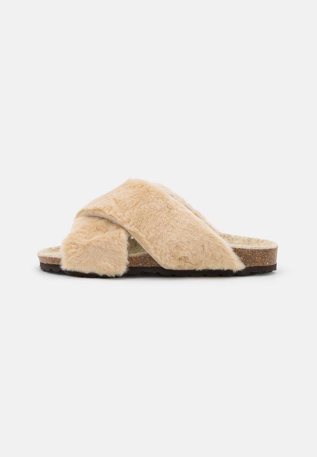 FIXED - Domácí obuv - cream