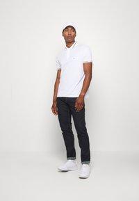 Calvin Klein - LIQUID TOUCH LOGO CUFF  - Polo - white - 1