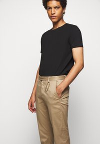 CLOSED - DEVON SLIM - Chino - deep dune - 3