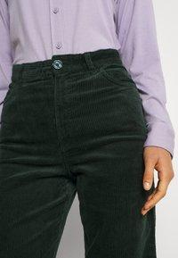 Monki - NILLA TROUSERS - Trousers - green dark - 4