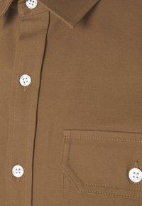 Redefined Rebel - RRANTON  - Shirt - inca gold - 7