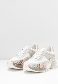 DKNY - BLAKE  - Matalavartiset tennarit - white/blush/multicolor - 4