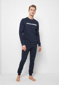 Jack & Jones - JACLOUNGE ONECK - Sweatshirt - navy blazer - 1