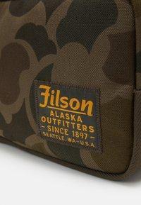 Filson - TRAVEL PACK - Kosmetiktasker - mottled olive - 3